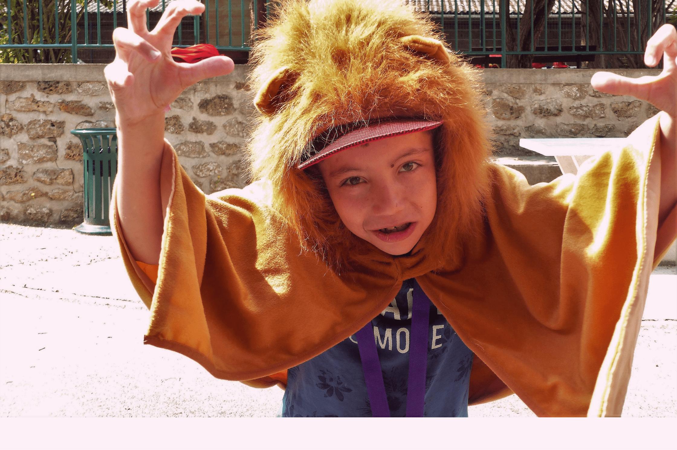 Enfant déguisé en lion
